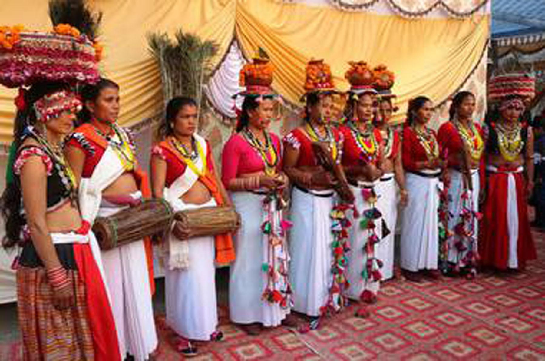 माघीमा रम्दै थारु समुदाय (फोटो फिचर)
