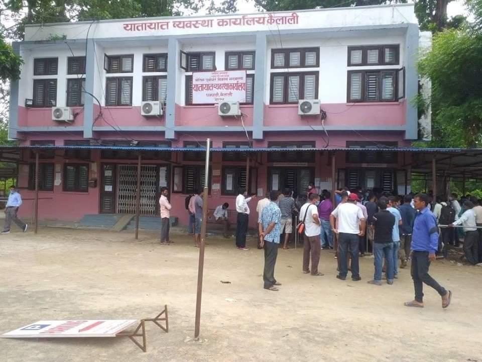 यातायात कार्यालय धनगढीद्वारा दोब्बर जरिवाना