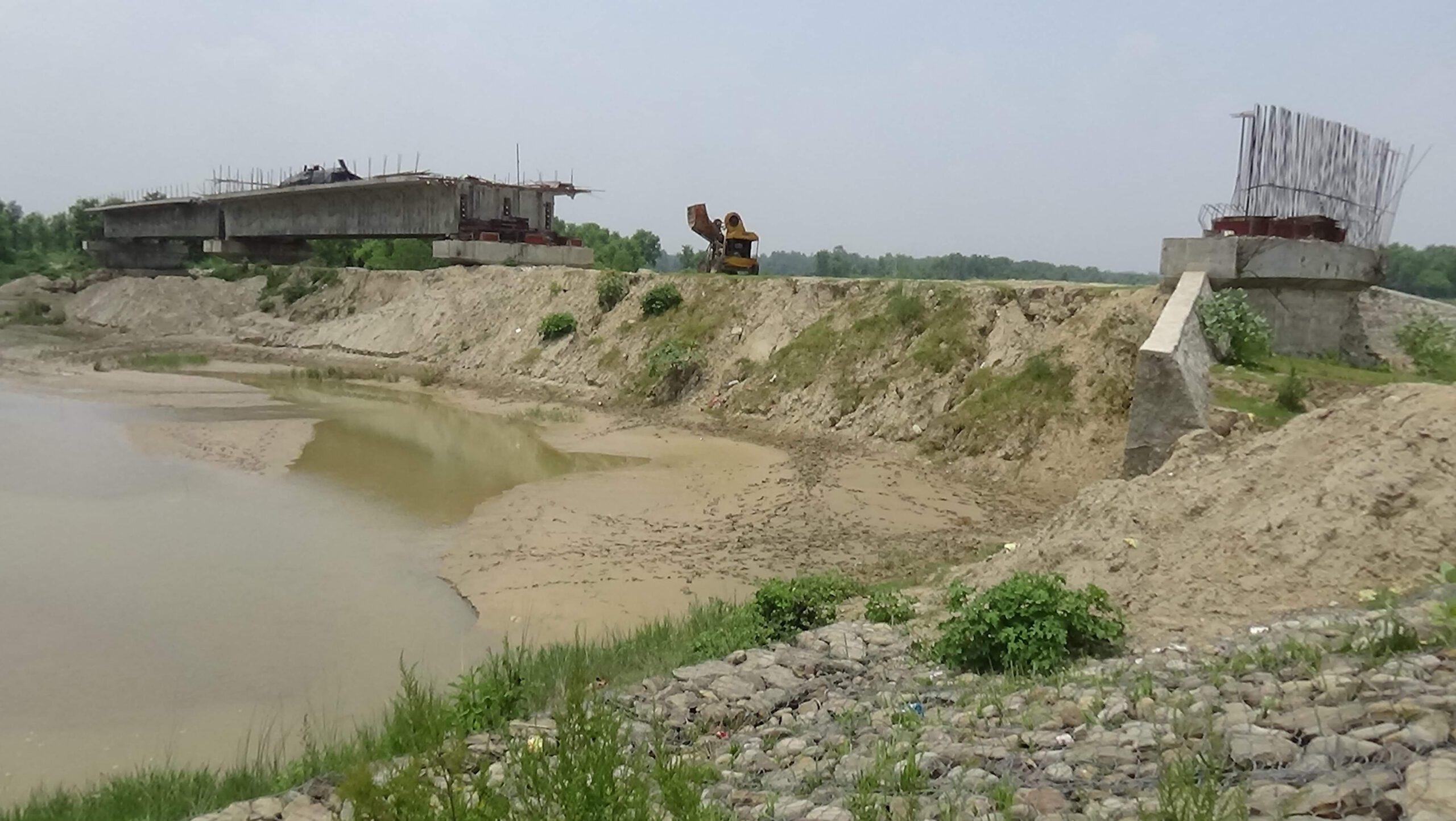 छ बर्ष सम्म पनि बनेन मोहना राजघाट पुल स्थानीय पैसा तिरेर काठको पुल प्रयोग गर्न बाध्य