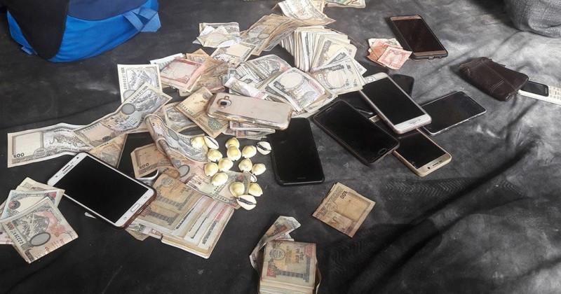 झन्डै एक लाख रुपैयाँ नगद सहित १३ जुवाडे पक्राउ