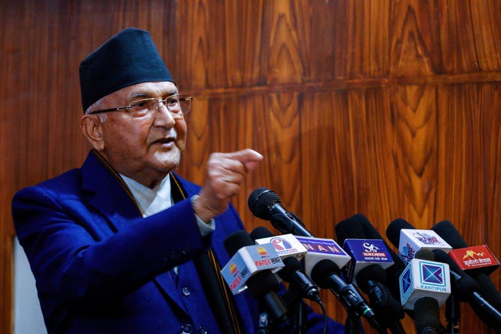 अदालतलाई नधम्क्याउन दाहाल-नेपाल समूहलाई ओलीको चेतावनी