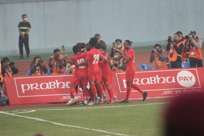 बंगलादेशलाई २-१ ले हराउँदै नेपालले जित्यो फुटबल