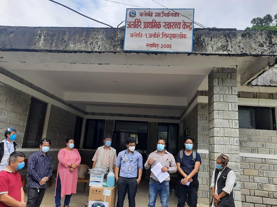नेबिसंघ महामन्त्री तिमल्सिनाद्वारा सिन्धुपाल्चोकका विभिन्न स्वास्थ्य कार्यालयमा स्वास्थ्य सामग्री हस्तान्तरण