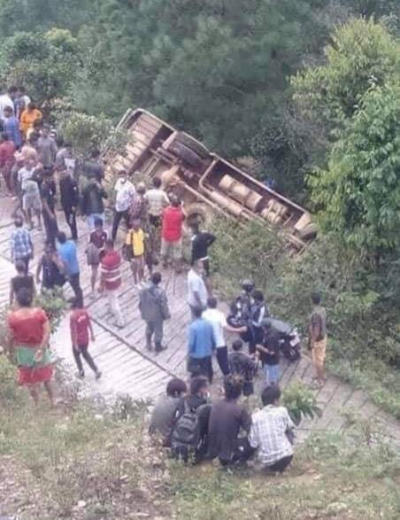 सिन्धुपाल्चोकमा बस दुर्घटना : दुईको मृत्यु, ४१ घाइते