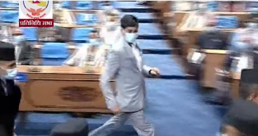 संसदमा अर्थमन्त्रीको कमाण्डो दौड, प्रतिपक्षीले पत्तै पाएनन्